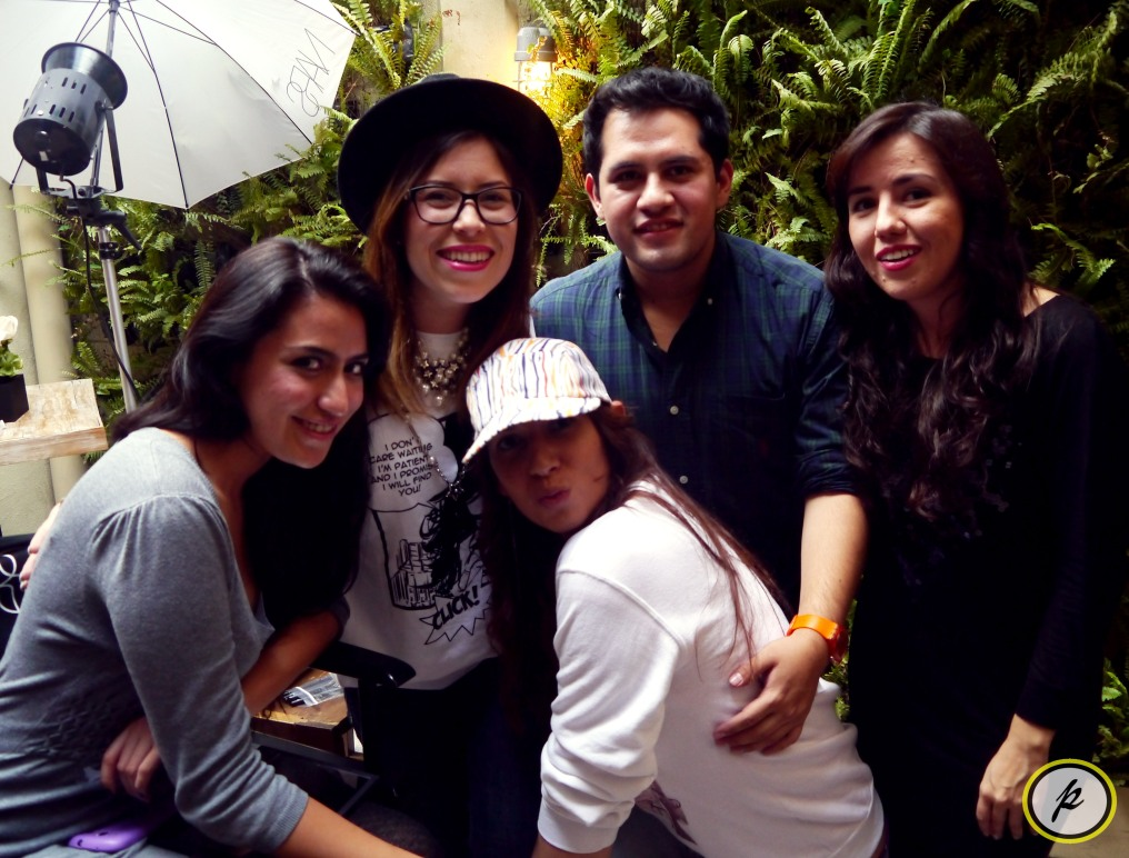 Con amigos: @prisscano, @Danny_Foto, @_MademoiselleC, @Daflette y yo.